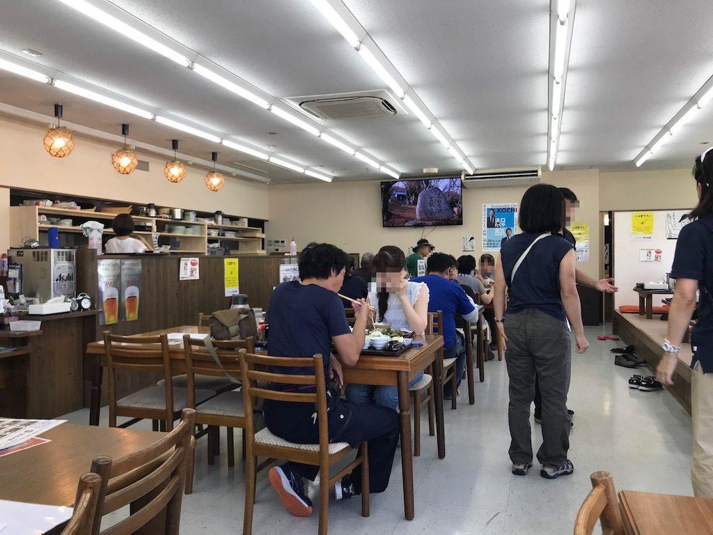 西村食堂店内の様子